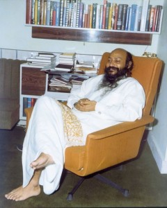 Osho-in-Woodlands-Bombay