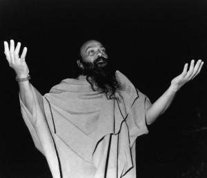 Osho-leading-a-meditation